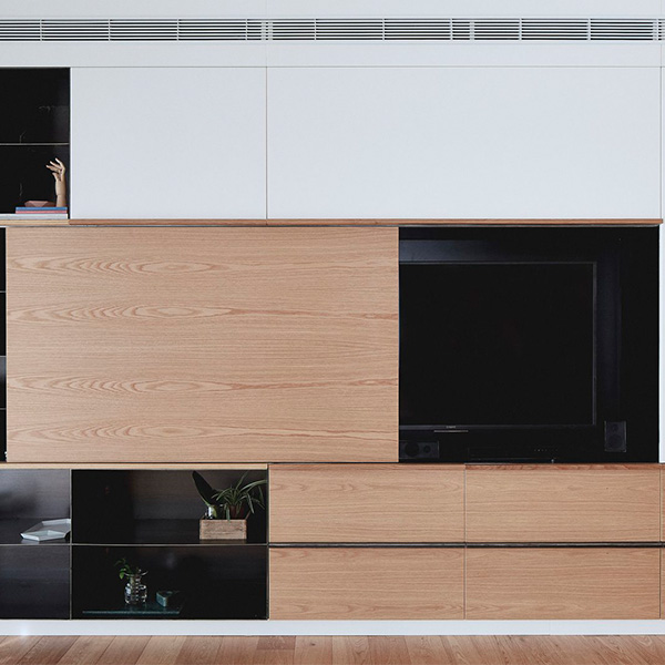 Mueble de entretenimiento con TV oculta