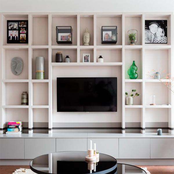 Un mueble a medida que gire en torno a la TV
